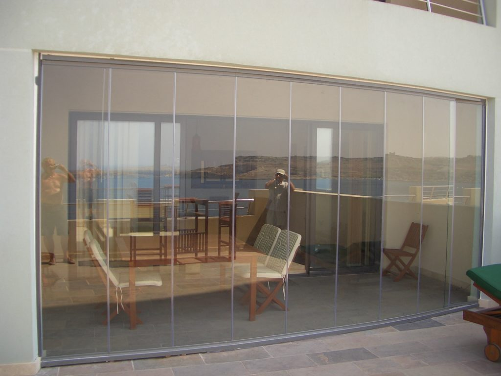 Tempered Glass Gallery Bason Aluminium Leading Through